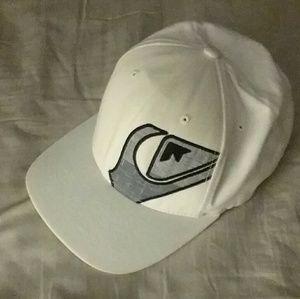 QUICKSILVER FLEX-FIT HAT Bright White Really Nice